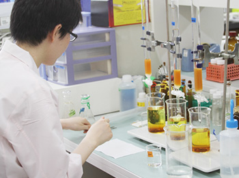 研究した植物エキスは2500種類に。日本の植物研究のパイオニアとしてのこだわり